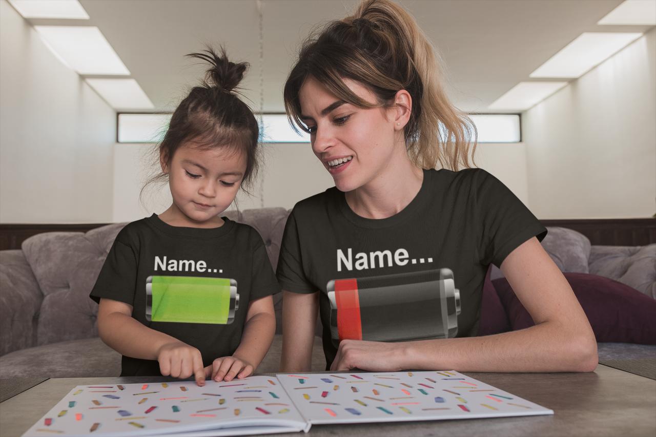 Akku Leer - T Shirt Partnerlook - Mama Tochter - Papa Sohn mit Wunsch Name personalisiert